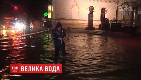 На Прикарпатье из-за сильного ливня вода поднялась на полтора метра