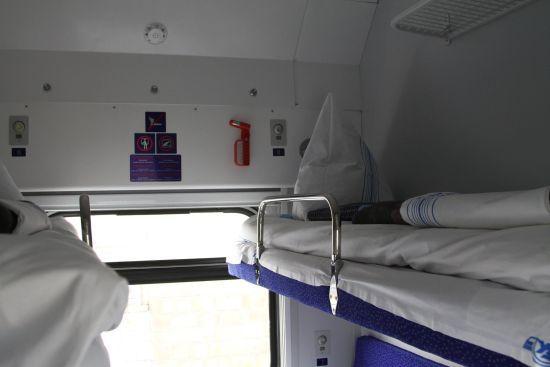 """""""Укрзалізниця"""" підвищила вартість чаю та постільної білизни у поїздах"""