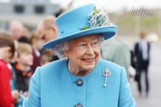 Битва головных уборов: яркие шляпы королевы Елизаветы II vs необычные – принцессы Беатрикс