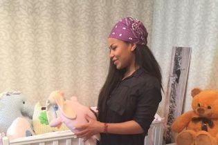 Гайтана умилила фанатов фотографией с крошечной дочерью