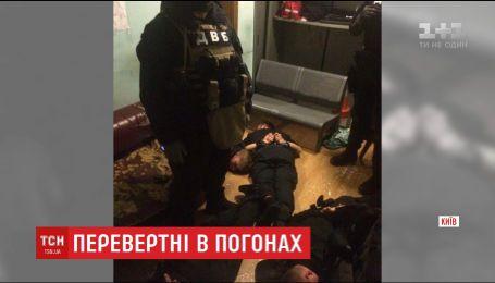 Поліцейські на столичному залізничному вокзалі грабували та катували подорожуючих