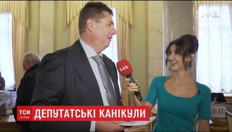 Одесса, Батуми и Барселона: депутаты рассказали, где отдыхали на летних каникулах