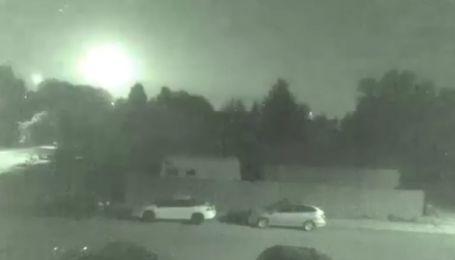 """""""Прибуття корабля прибульців"""": канадців налякало падіння яскравого метеора"""