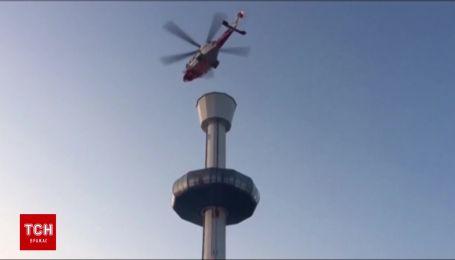 В Великобритании на обзорной башне застряли 14 человек