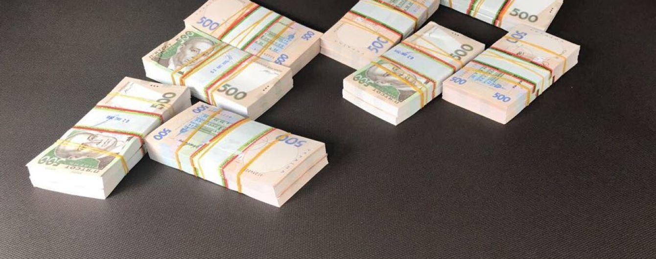 У Чернівецькій області фіскал вимагав 1 млн грн хабара