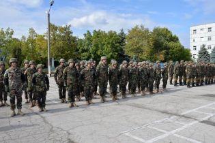 """""""Непослушные"""" молдавские военные отправились в Украину и массовое отравление учеников. Пять новостей, которые вы могли проспать"""