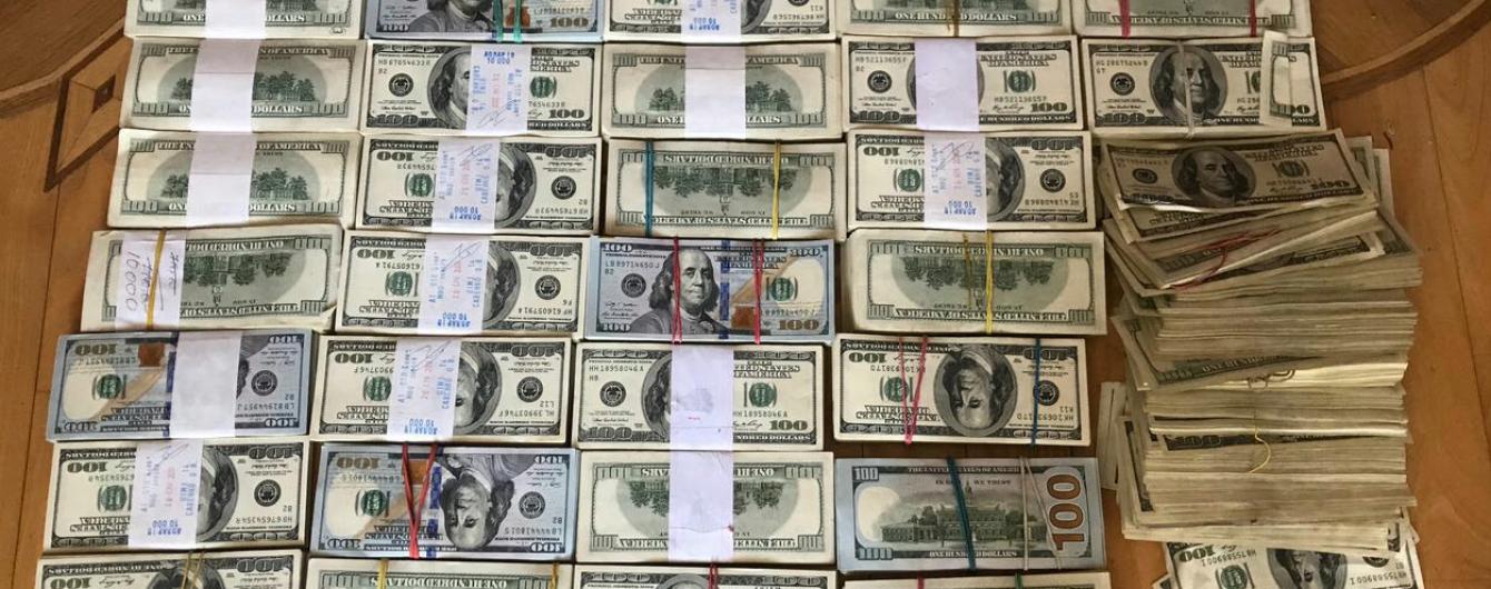 Мільярд гривень на рік: у Києві поліція припинила діяльність конвертаційного центру