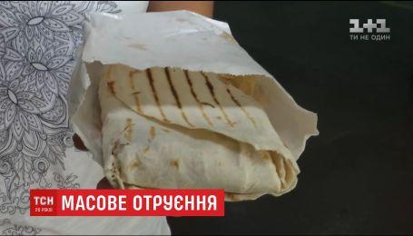 В Херсоне 16 человек отравились шашлыком в лаваше с местного супермаркета