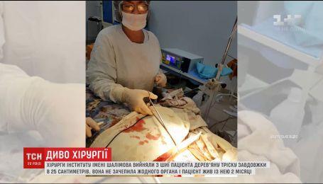 Українські хірурги дістали з шиї чоловіка 25-сантиметрову дерев'яну тріску