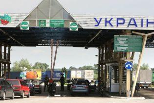 Бюрократия не дает возможности завезти в Украину авто для военных или гуманитарных потребностей