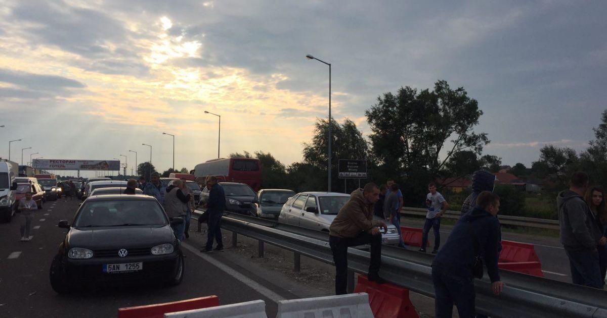 На границе с Польшей стоят около тысячи автомобилей
