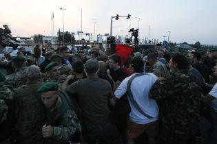 """В Госпогранслужбе составили протоколы на почти 70 человек за прорыв границы на ПП """"Шегини"""""""