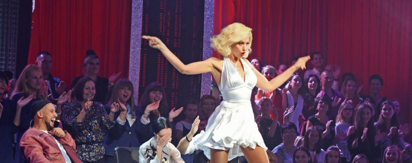"""Оля Полякова поцілувала суддю """"Танців з зірками"""" Катерину Кухар у прямому ефірі"""