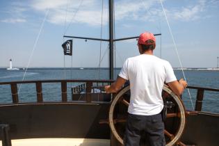 Цікавинки Одеси: туристам пропонують з'їсти чорноморських рапанів та поплавати на піратській яхті