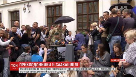 Во Львове Саакашвили пытались вручить протокол о незаконном пересечении границы