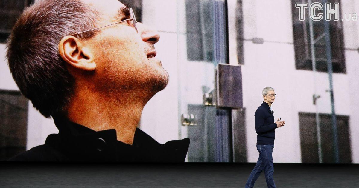 Презентація відбулася у конференц-центрі, що вміщає в себе тисячу осібі отримав назву «театр Стіва Джобса».
