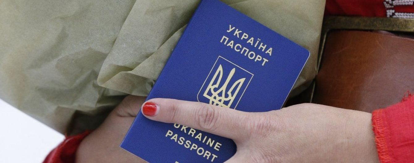 Биометрические загранпаспорта получили 140 тыс. крымчан - нардеп