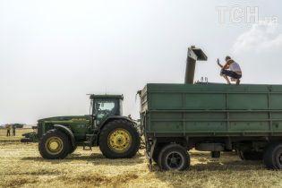 """Комбайнеры из Донбасса поделились опытом """"хлебного перемирие"""" возле линии фронта"""