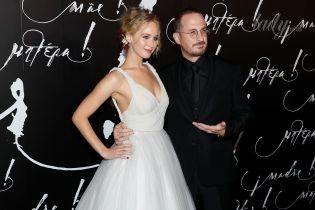 """В платье Dior и в обнимку с возлюбленным: Дженнифер Лоуренс на премьере фильма """"Мама"""" в Нью-Йорке"""