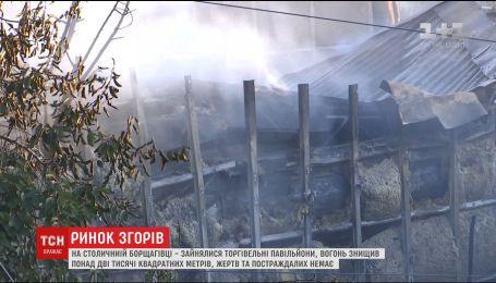 14 единиц пожарной техники понадобилось, чтобы погасить торговые палатки на Борщаговке