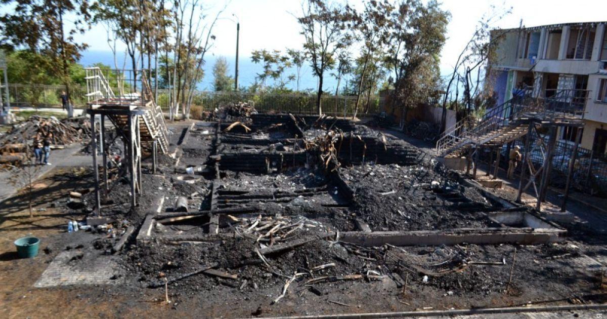 """В Одессе провели эксгумацию тел детей, которые погибли во время пожара в детском лагере """"Виктория"""""""