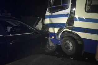 На трассе под Одессой пьяный водитель на BMW въехал в маршрутку с пассажирами