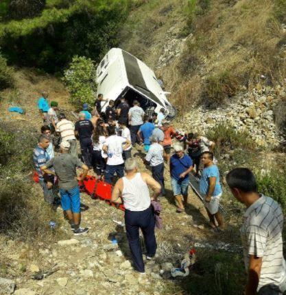 Автобус зірвався зі скелі у Туреччині_3