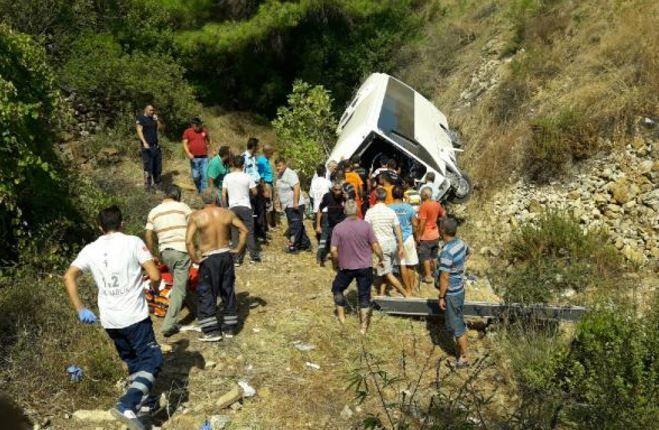 Автобус зірвався зі скелі у Туреччині_1