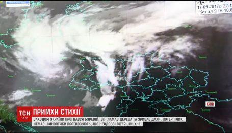 Последствия урагана: на Буковине до сих пор остаются обесточенными несколько населенных пунктов