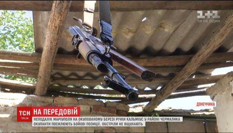 Окуповані береги Кальміусу майорять прапорами російської морської піхоти