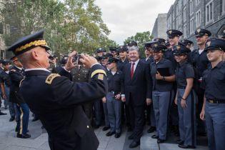 У США Порошенко запропонував військовій академії знайти партнера в Україні