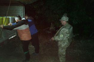 На Луганщине со стрельбой задержали украинцев, которые втихаря везли в Россию 4 тонны меда