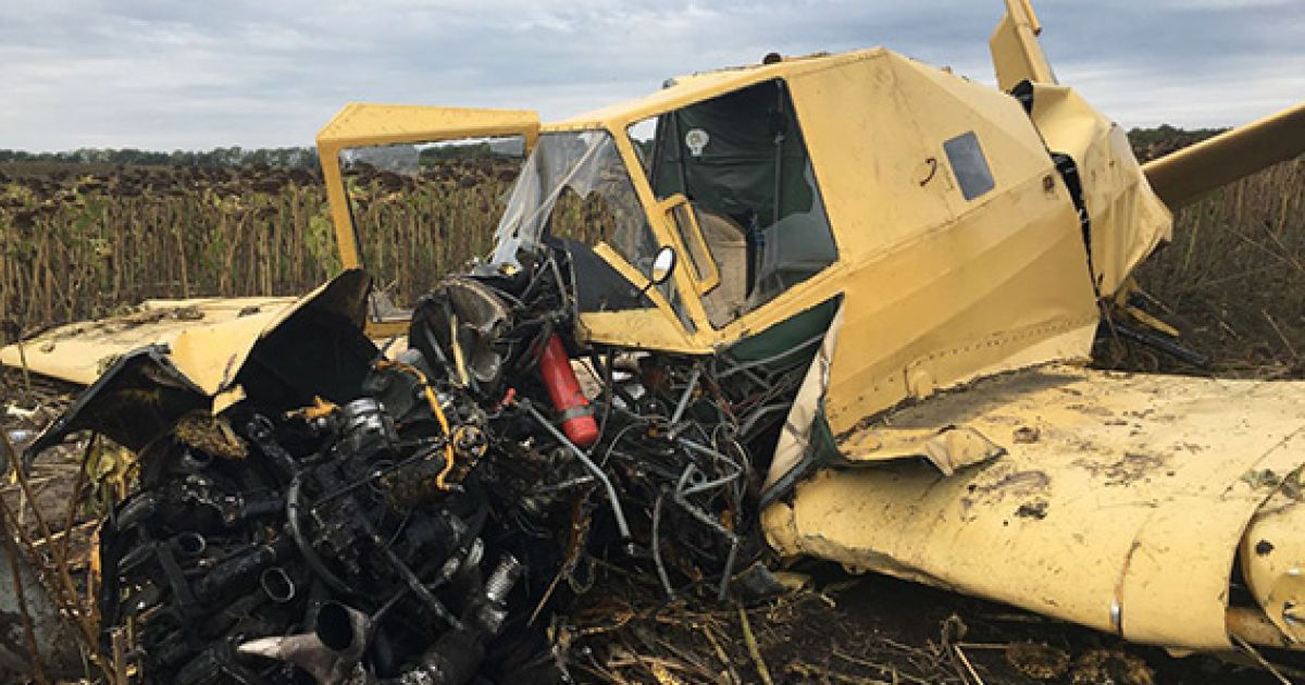 В поле на Хмельнитчине разбился самолет