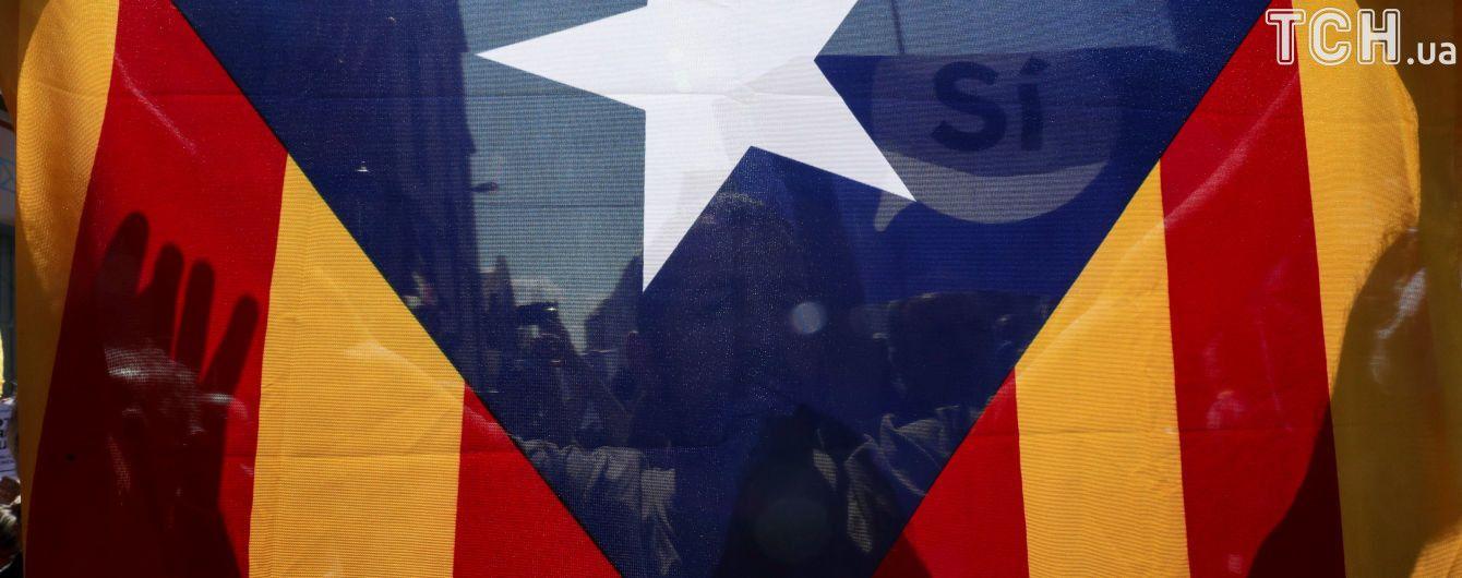 Глава Каталонии попросил парламент отложить провозглашение независимости