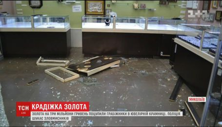 Злоумышленники ограбили два ювелирных магазина в одном из ТЦ Николаева, пока охранники спали