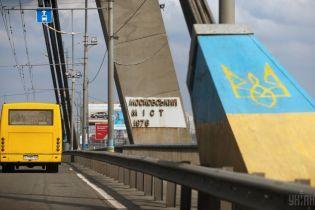 В Киеве на Московском мосту частично ограничат движение из-за ремонта