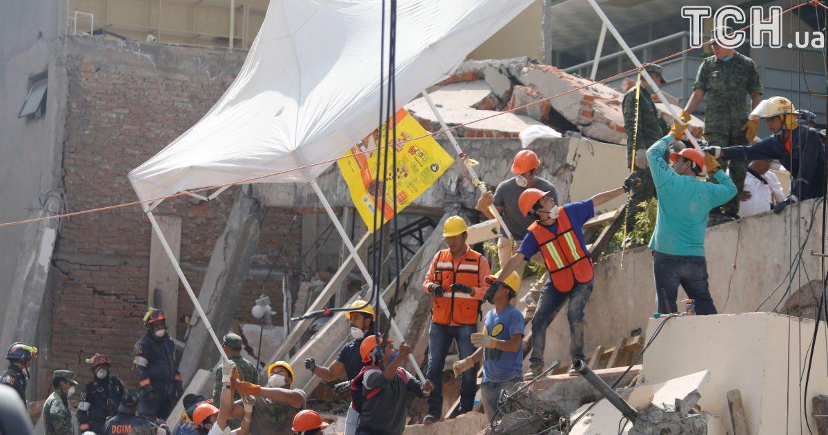 Колличество жертв землетрясения в Мексике возросло до 325 человек
