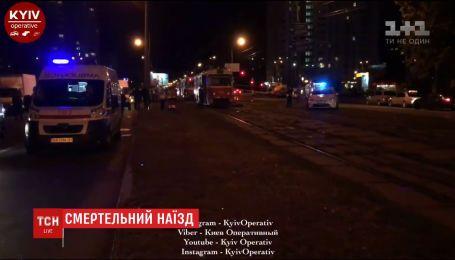 У столиці під колесами трамвая загинули жінка та її шестирічний син