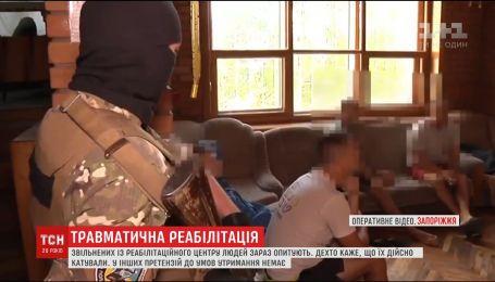 Более сотни людей освободили полицейские из незаконного реабилитационного центра в Запорожье