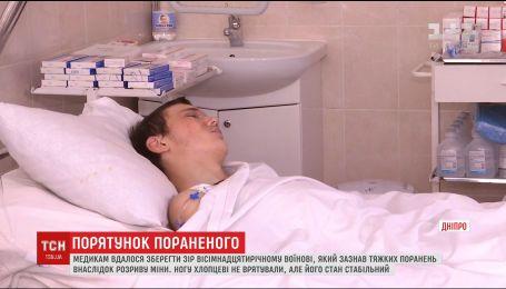 Медики Днепра спасли жизнь и зрение тяжелораненому у Торецка бойцу