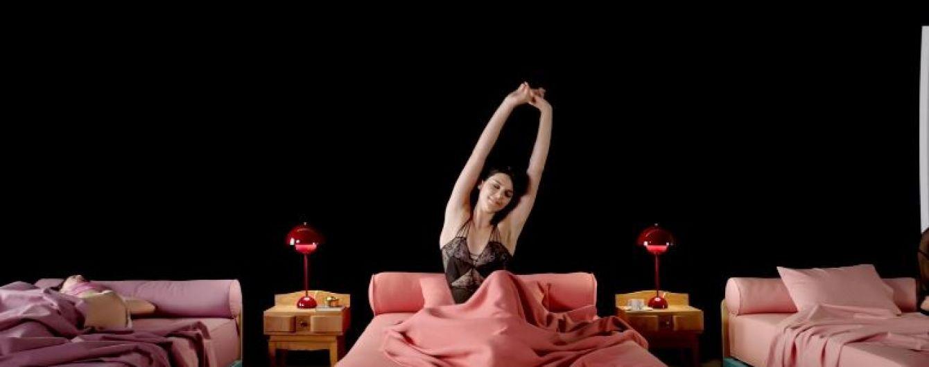 Вместо Ферги: аппетитная сестра Кардашян в лифчике заменила певицу в клипе