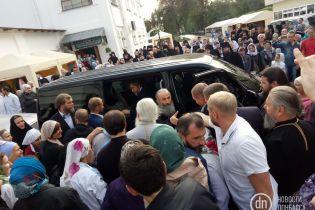 Глава УПЦ МП Онуфрій приїхав на свято на Донеччині у супроводі Вілкула і Новинського