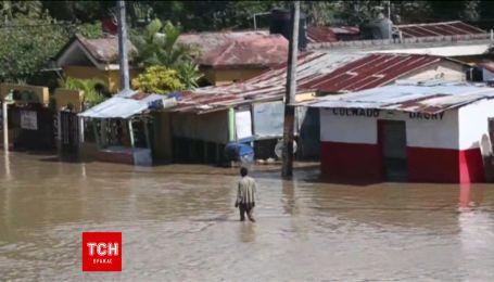 Зруйнована Домінікана бореться із повінню після потужного урагану