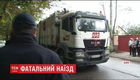 Смертельний наїзд сміттєвоза: очевидці заявили, що водій вантажівки міг не помітити жінок