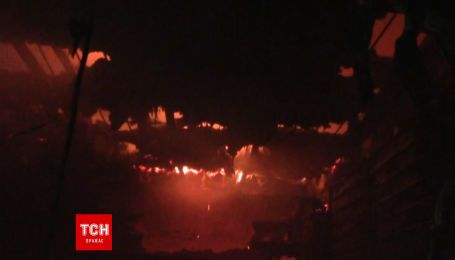 Вогонь охопив сотні квадратних метрів центрального ринку Полтави