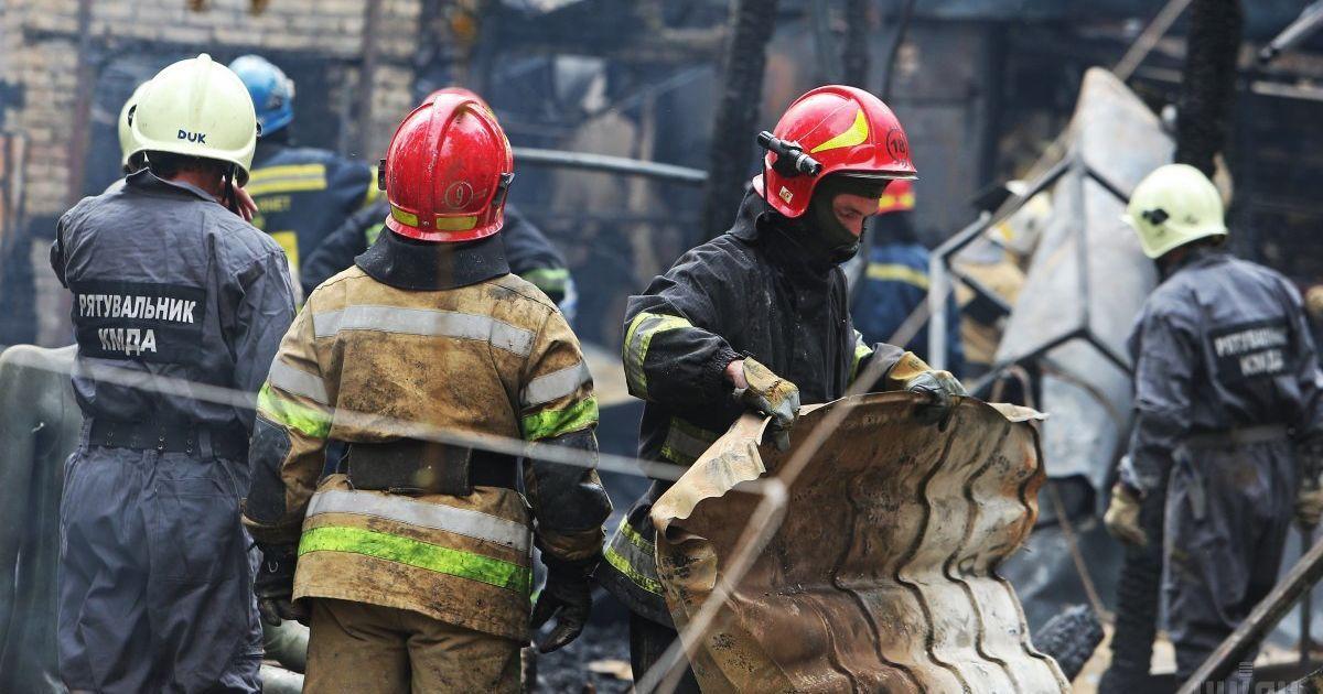 В Киеве во время пожара в недостроенном детсаду прогремел взрыв