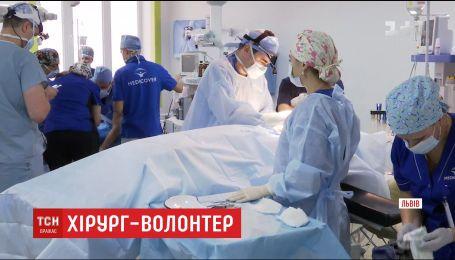 В течение недели во Львове американский хирург бесплатно прооперирует полсотни детей