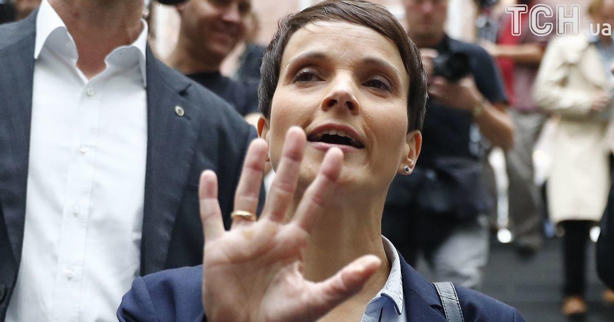 """Скандальную партию """"Альтернатива для Германии"""" покинула соглава политсилы"""