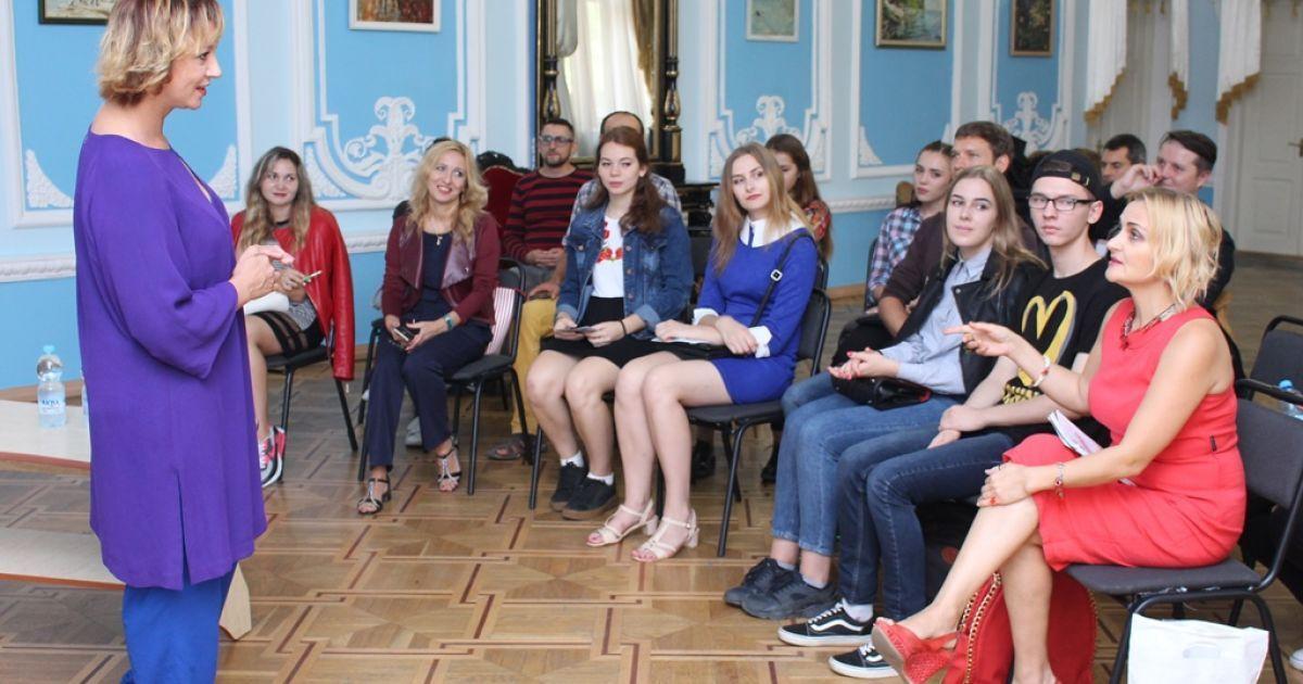 Римма Зюбина проводит мастер-класс в Николаеве