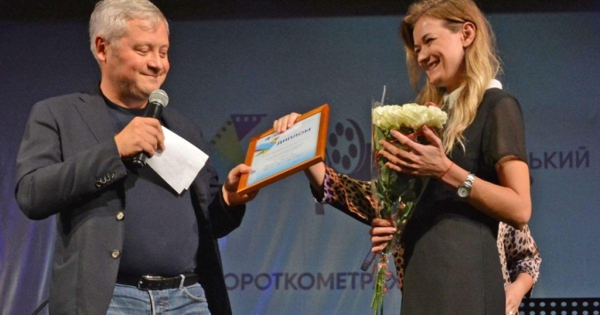 Игорь Янковский вручает дипломы победителям